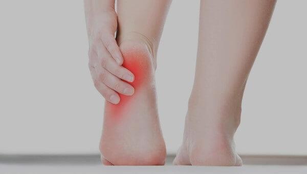 Ból pięty przy chodzeniu i nie tylko - czy boląca pięta może być groźna?