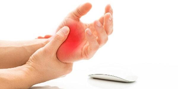 Ból lewej ręki, kciuka czy całej kości dłoni - dlaczego czujemy ból rąk?